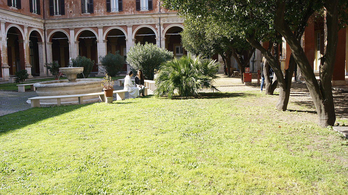 Photo: Russell Berrie Fellows in the courtyard of the Angelicum